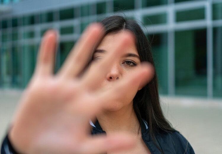 Harcèlement : tout savoir sur la règle des 5D - Heyme