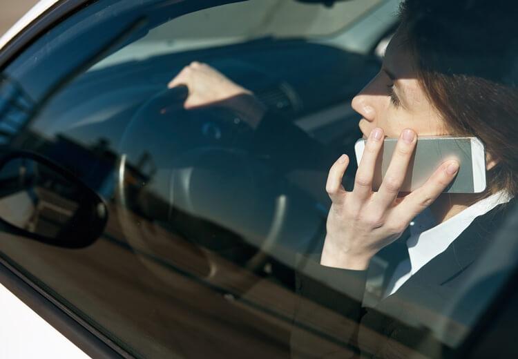 Téléphone au volant : attention au retrait du permis - Heyme